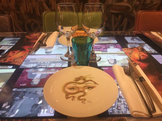 Miss Ko Parijs tafel