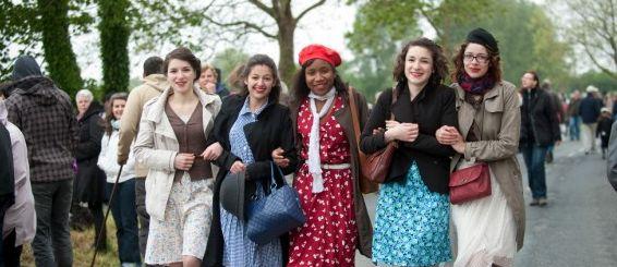 D-Day-Festival-70-jaar-landingsstranden-Normandie-meisjes