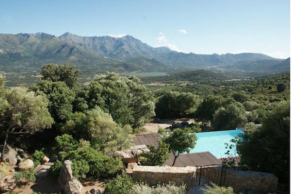 Uitzicht op de bergen van Corsica