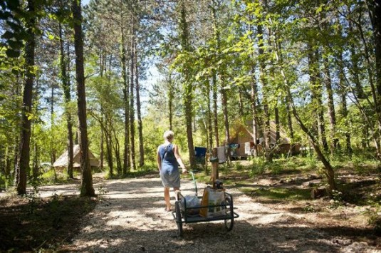 Huttopia-natuurcamping-tenten-bolderkar-Dordogne-glamping-Frankrijk