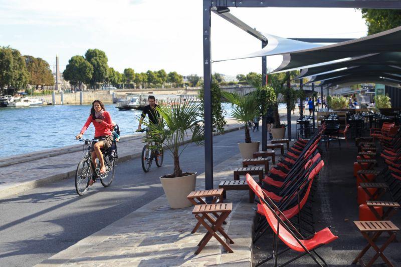 Berges de la Seine café en terrassen langs de Seine in Parijs