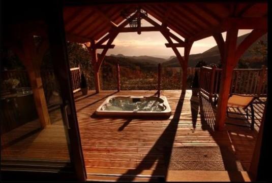 la-cabane-dans-les-arnres-boomhut-met-spa-in-de-gard
