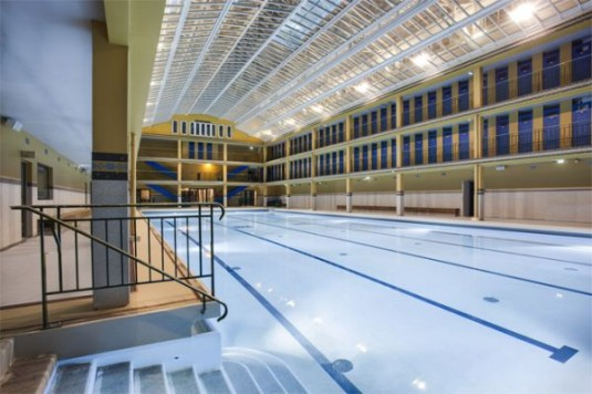 Piscine molitor slapen in een art deco zwembad in parijs for Belle piscine paris