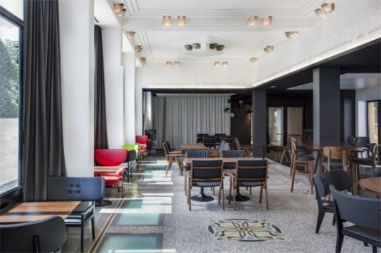piscine-molitor-luxehotel-in-artdeco-zwembad-in-parijs-restaurant