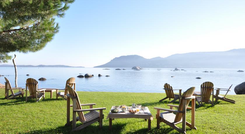 Altijd zee nabij in hotel Goeland Corsica tuin
