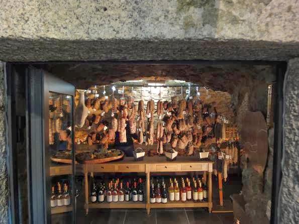 Moulin-atrium-corsicaanse-specialiteiten-in-een-vroegere-molen-bij-calvi-