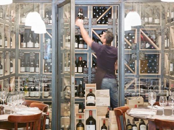 Wijnbar van het restaurant in Auberge de Banne
