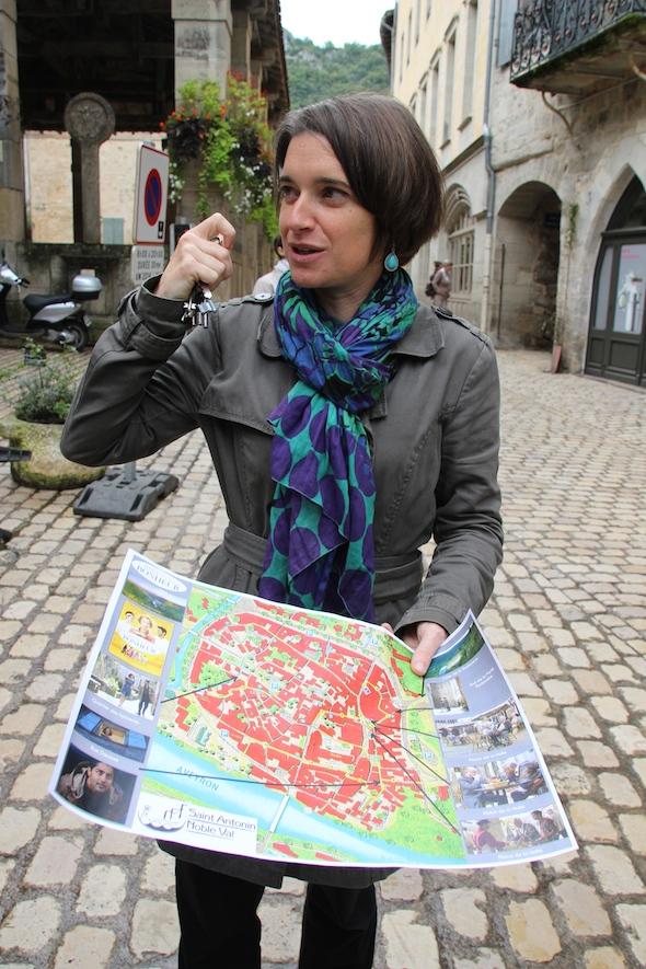 Dame van het Office du Tourisme St. Antonin Noble Val