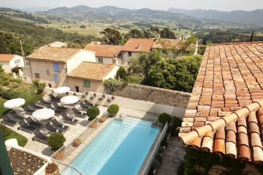 hostellerie berard hotel restaurants zwembad in de Provence