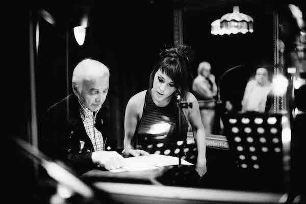 Franse zangeres Zaz en Charles Aznavour