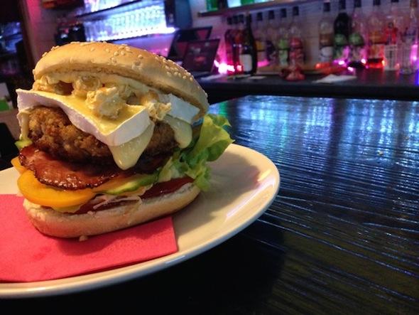 Howards cafe hamburger Val Cenis