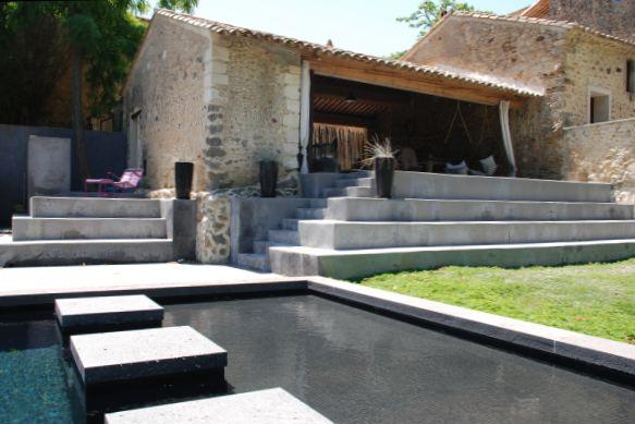 Poolhouse van Domaine de Ribaute in de Languedoc