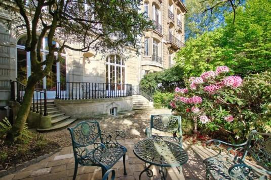 10 spectaculaire airbnb appartementen in parijs. Black Bedroom Furniture Sets. Home Design Ideas