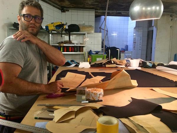 Thomas Combhard in zijn atelier