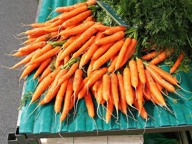 wortels op tafel