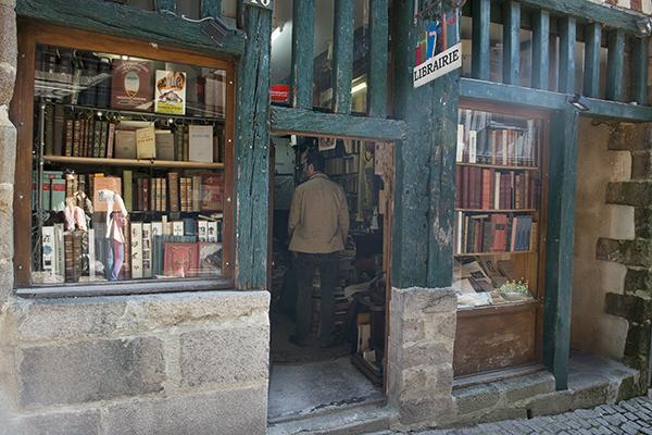Boekenwinkel in Hippe slagerswijk