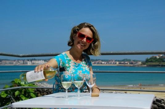 Carole proeft wijn