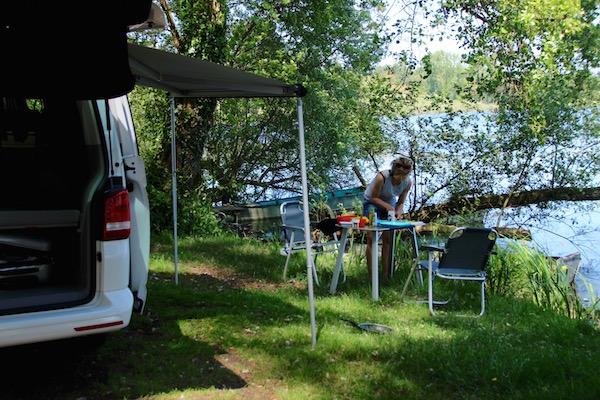 Josee en Carole op de camping