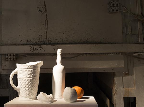 Porselein voor de oven in Museum manufacture Bernadaud
