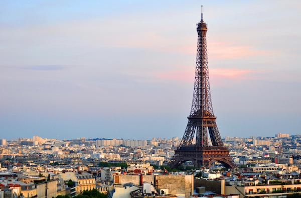 eiffeltoren vanaf de Arc de Triomphe