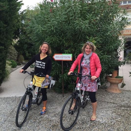 Josee en Carole fietsen de ViaRhona, fietseroute langs de Rhone