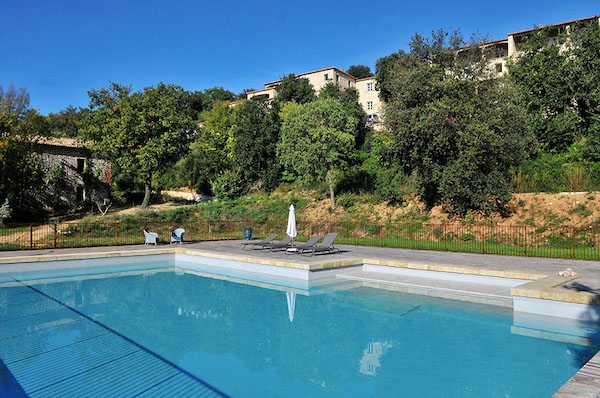 Zwembad van Domaine du Coulon in de Ardèche