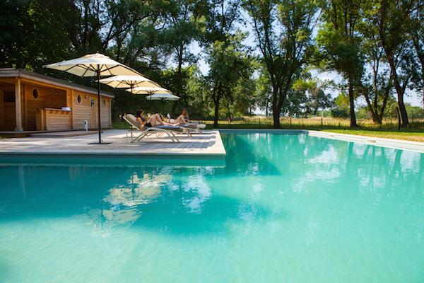 zwembad in Domaine de Biar