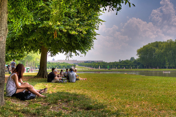 Picknick in het park van Chateau de Versailles