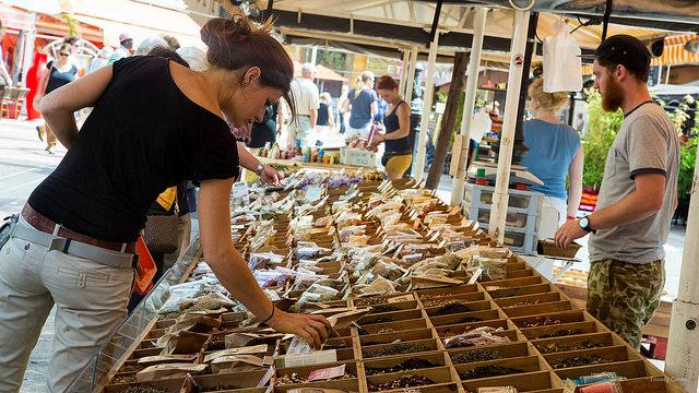 markt boodschappen doen Franse taal Nice kruiden specerijen