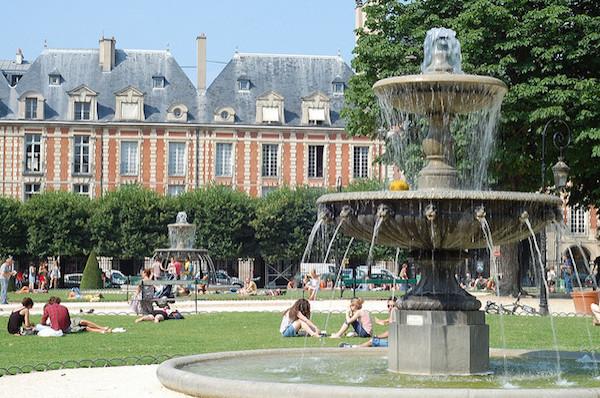 Het bekendste plein van de Marais: Place des Vosges