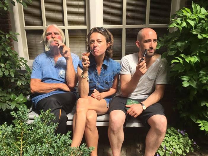 Carole rookt pijp uit Sainte Claude
