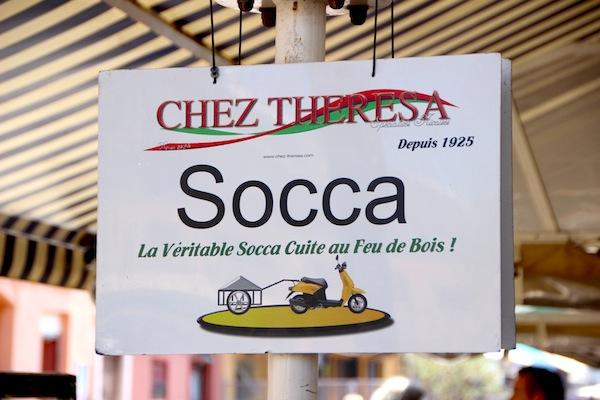 Een typisch Niçois gerecht is socca
