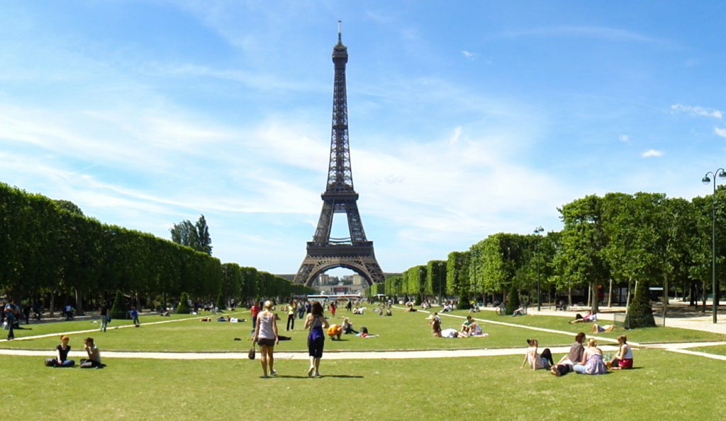 Eiffeltoren picknick Champ de Mars zomertips