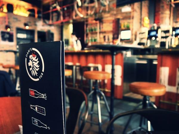 Hollandse hartelijkheid in Nederlandse bar in Lyon