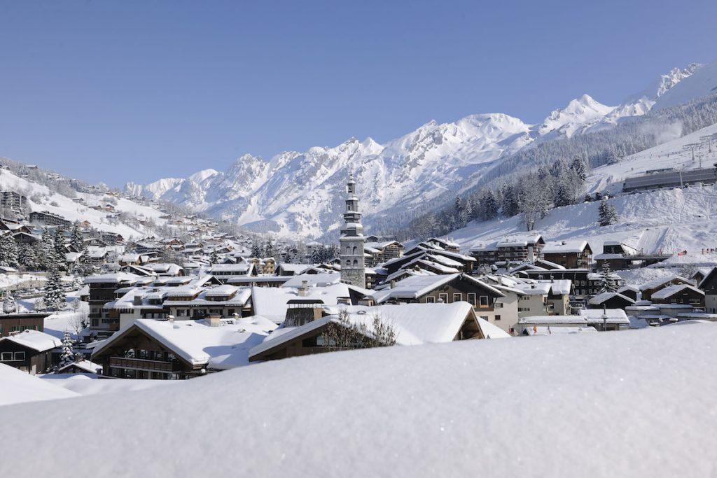 La Clusaz Lake Annecy in de winter Franse Alpen skigebied
