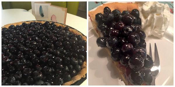Franse blauwe bessen taart. Serveren met slagroom.