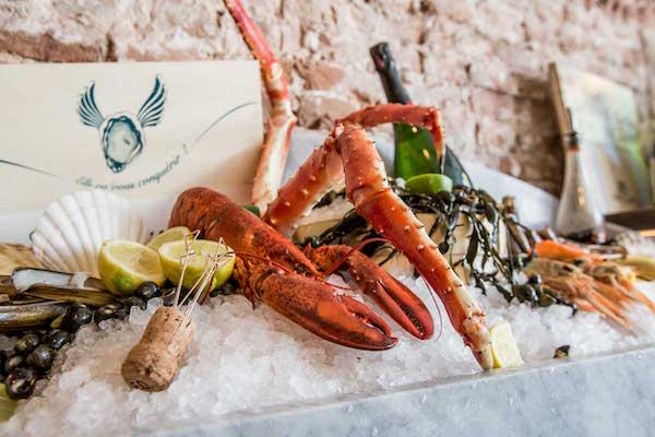 Brut de Mer oesterbar champagne fruits de mer De Pijp Amsterdam Franse restaurants in Nederland schaaldieren