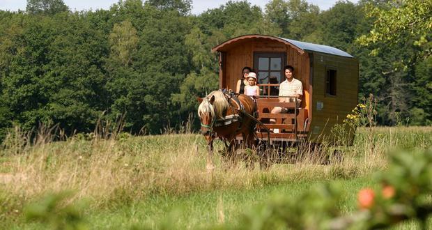 paardrijvakanties Jura Grand Huit Franche-Comté woonwagen roulotte met kinderen paard