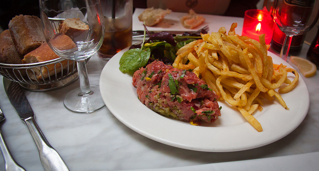 lekkerste eten in Parijs steak tartare