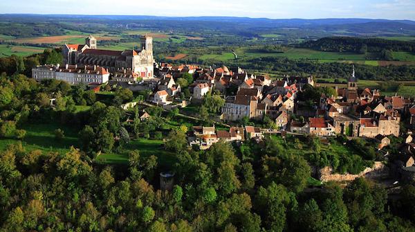 Vézelay is gebouwd op de top van een berg