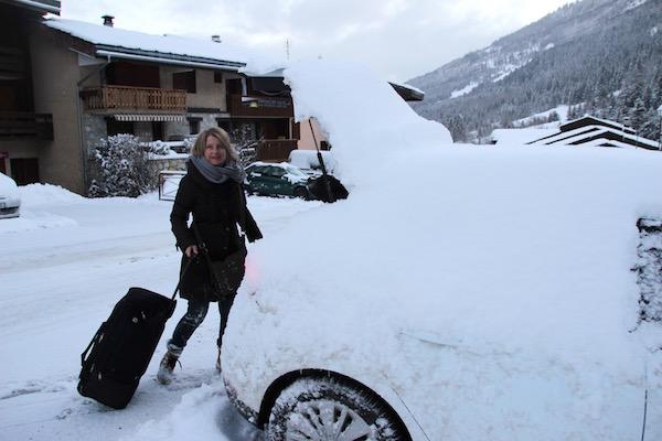Josee met haar autohuur in Valmorel, Franse Alpen