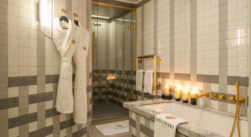 hip nieuw luxe hotel nolinski parijs badkamer