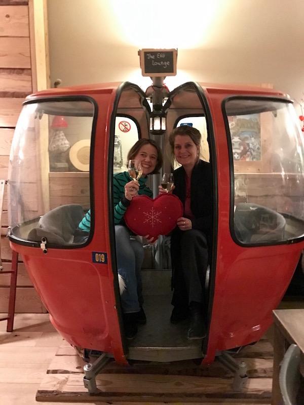 Carole en Josee in Bistrot des Alpes, Franse restaurant in Amsterdam
