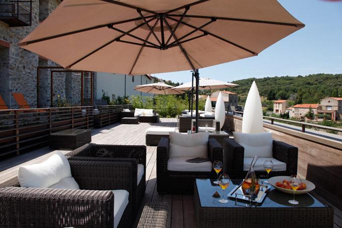Chillen op het terras van ecohotel Riberach in de Languedoc Roussillon