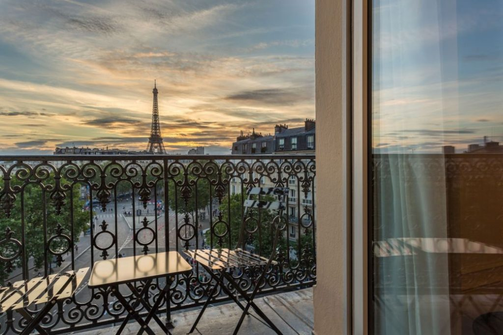 Parijs romantisch Hotel la Comtesse Eiffeltoren uitzicht