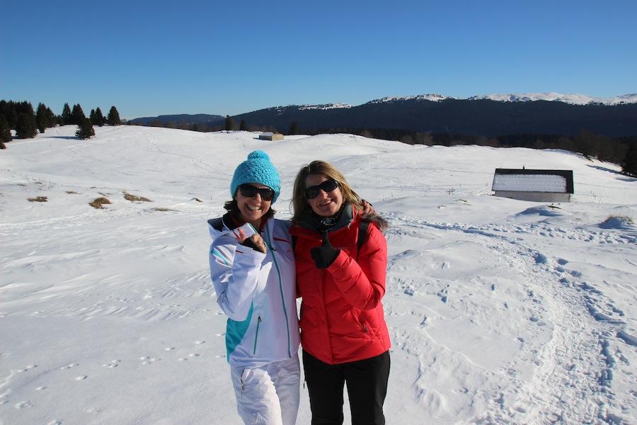 Josee en Carole tijdens hun skivakantie in de Montagnes du Jura