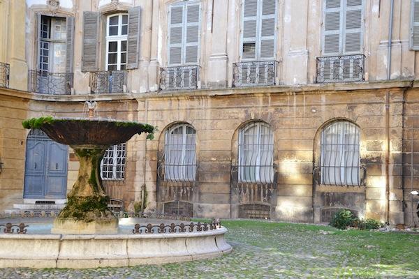 Het zeer fotogenieke Place d'Albertas in Aix-en-Provence