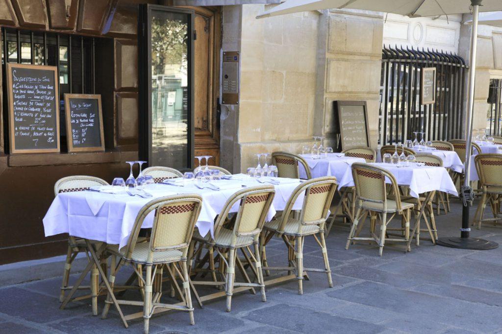 restaurant Parijs tafels menu troittoir CC Nicky