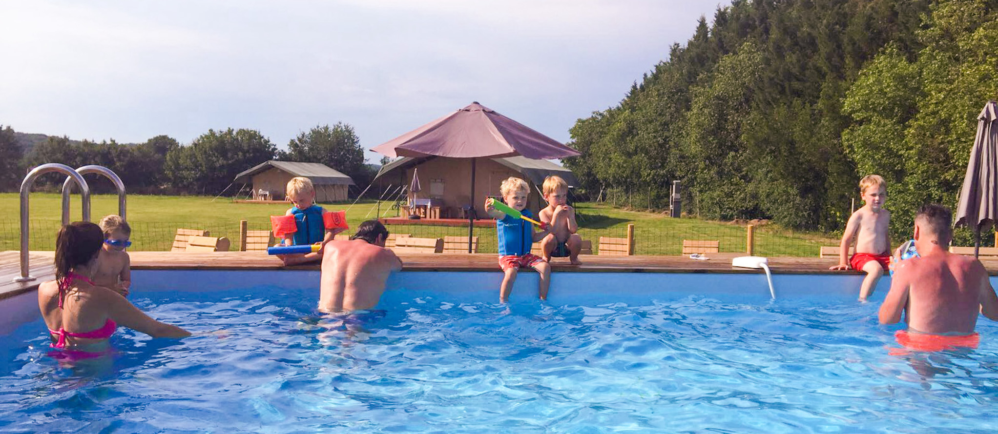 zwembad-Saint-Esselin-glamping-midi-pyreneeen