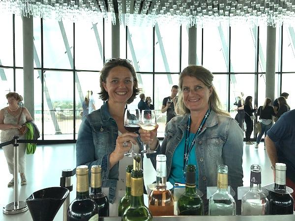 Josee en Carole doken in de wereld van de wijn.
